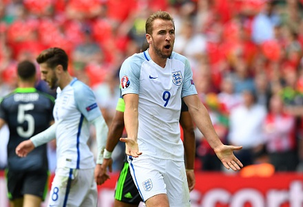 Robbie Fowler: Expect Roy to revert back to Kane up top