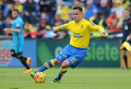 Las Palmas great value against troubled Valencia