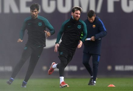 Messi set to start tonight in bid to beat Ronaldo's record