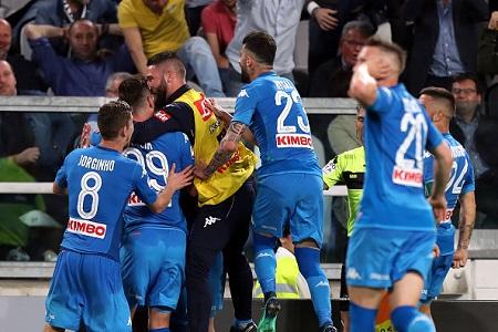 Napoli reignite Scudetto title race with last gasp win over Juventus