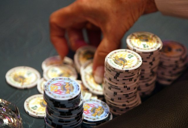 What types of poker tournaments are available to play online?