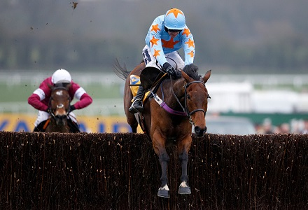 Sensational Un De Sceaux flies home in Ryanair Chase