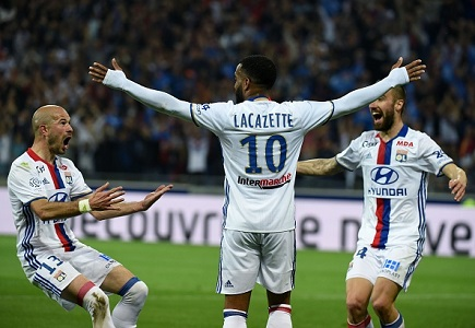 Lacazette to Arsenal odds into 1/2 as move edges closer